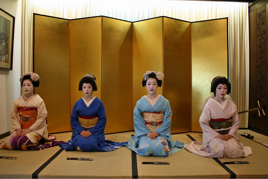 An evening with Geiko and Maiko from Gion, Kyoto 2