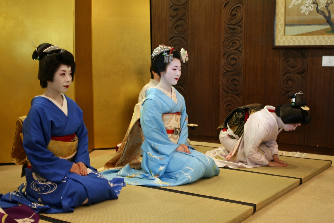 An evening with Geiko and Maiko from Gion, Kyoto 3