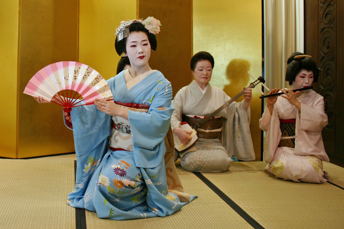 An evening with Geiko and Maiko from Gion, Kyoto 4